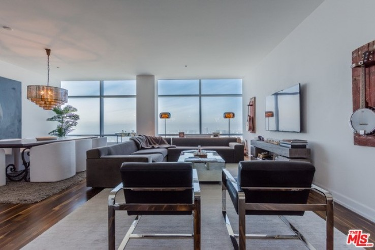 44th Floor Luxury Residence For Rent At The Ritz Carlton Residences