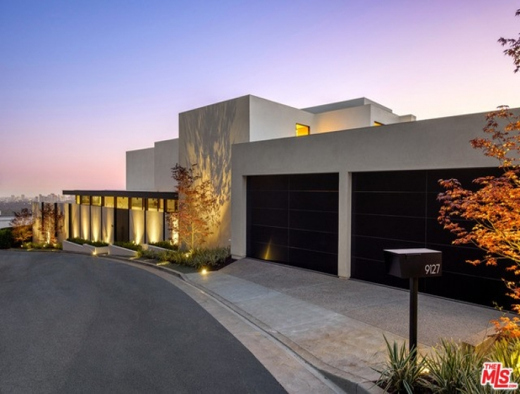 4 Bed Home for Sale in Los Angeles, California