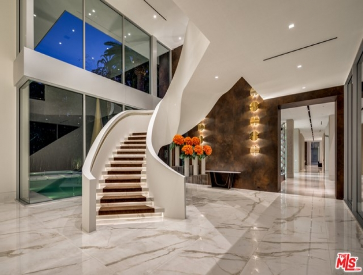 9 Bed Home for Sale in Los Angeles, California