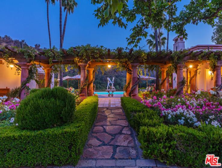 8 Bed Home for Sale in Malibu, California